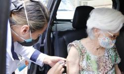 Idosos a partir de 90 anos continuam sendo vacinados