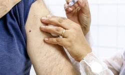 Idosos de 80 a 84 anos começam a ser imunizados