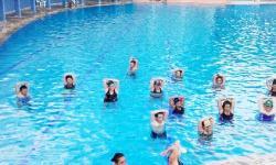 Piscina pública tem vagas abertas para natação e hidroginástica