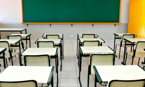 Decreto autoriza aula presencial na educação superior e ensino médio