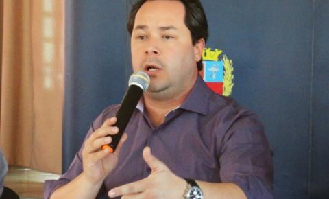Antes de se afastar do cargo, Saulo faz críticas aos ex-prefeitos Beto e Dr. Denig