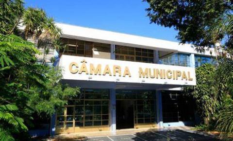 Câmara dá posse a eleitos e elege presidente do Legislativo