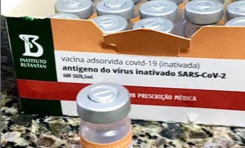 Idosos acima de 77 anos recebem vacina a partir desta quarta-feira