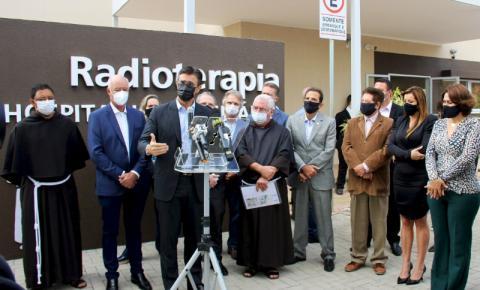 Vice-governador inaugura serviço de Radioterapia do HUSF