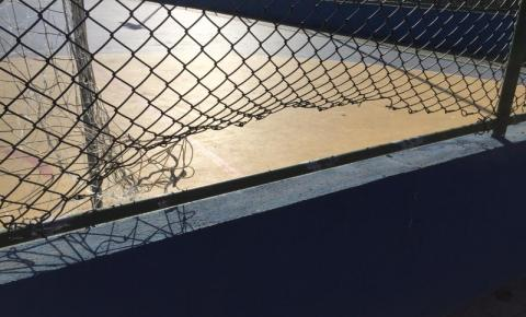 Quadra Esportiva é atacada por vândalos