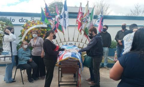 Corpo do carnavalesco Rui Cardoso foi sepultado no domingo