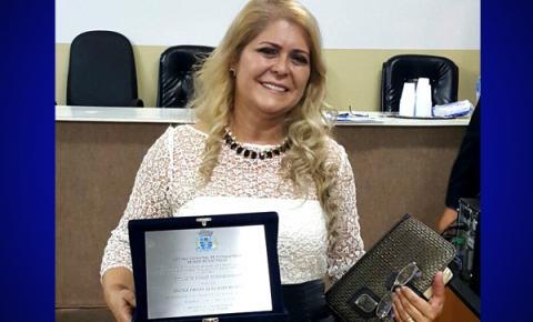 Pastora Bia recebe o título de cidadã Pinhalzinhense