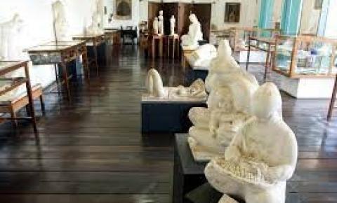 Prefeitura recebe doação do acervo do Museu dos Escravos