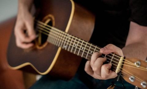 Novo decreto da Prefeitura autoriza música ao vivo em estabelecimentos comerciais