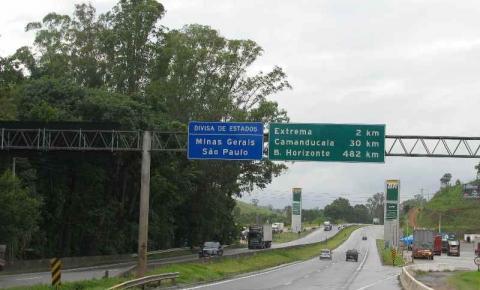 Caminhoneiros interditam faixa da Fernão Dias sentido Belo Horizonte