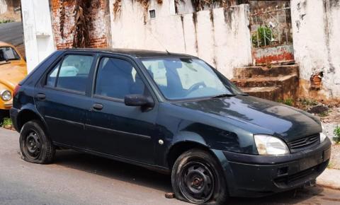 Prefeitura notifica veículos abandonados em via pública