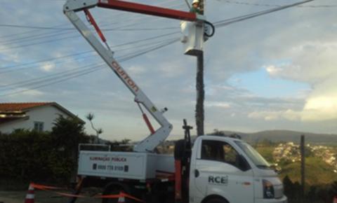 Empresa de iluminação pública disponibiliza 0800 para reclamações