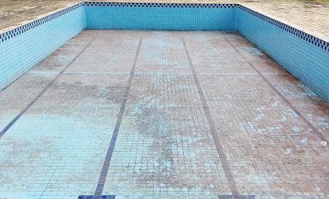 Mais um verão com as piscinas públicas vazias