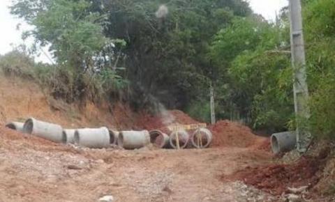 Após denúncia de moradores, estrada interditada em Pinhalzinho é reaberta