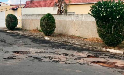 Asfalto não chega a bairros e moradores reclamam