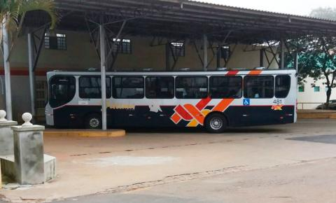 Moradores de dois bairros reclamam do transporte público