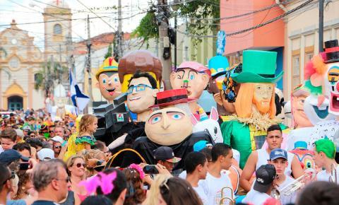 Desfile dos Bonecões é uma das principais atrações do Carnaval